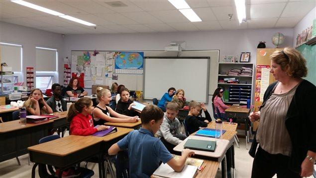 Des élèves de l'école Ducharme à Moose Jaw participent à l'initiative nationale du vote étudiant.