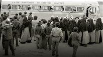 Autobus transportant de jeunes Autochtones