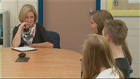 Rachel Notley rencontre les élèves d'une école secondaire de Fort McMurray