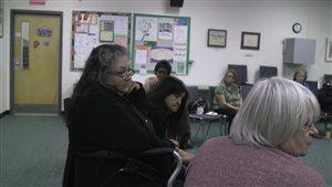 Roselena Laferte lors d'une rencontre du groupe de soutien pour les grands-mères autochtones.