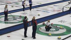 Des balais jaunes pour que le curling redevienne le curling
