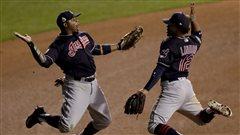 Les Indians battent les Cubs 7-2 et s'approchent à un gain du titre