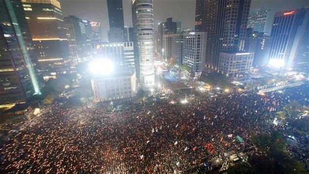 Les rues de Séoul étaient bondées de manifestants samedi.