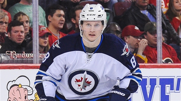 Jacob Trouba retire sa demande de transaction — Jets
