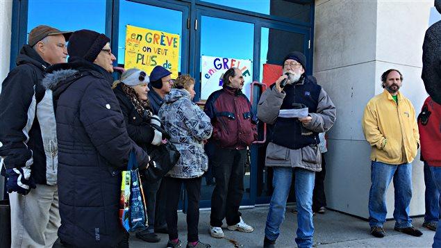 Une manifestation devant le 22, rue Belvédère Nord à Sherbrooke