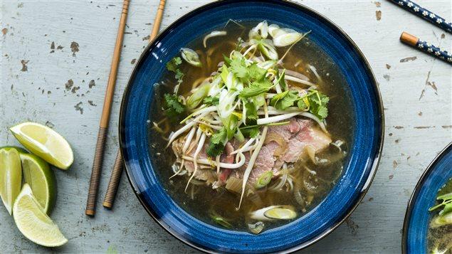 <p>La soupe tonkinoise : une recette simple et réconfortante</p>