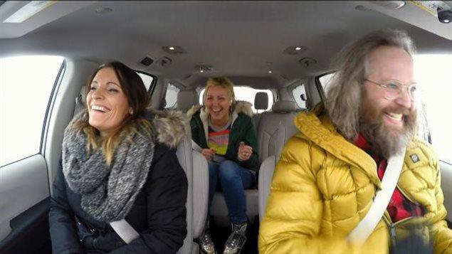 <p>Véro s'amuse dans le trafic avec des invités surprises!</p>