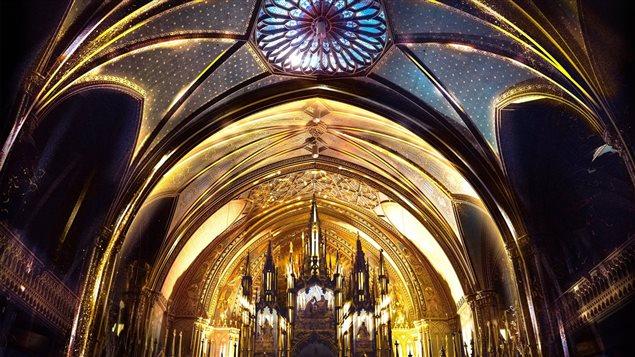 Illumination de la basilique Notre-Dame par Moment Factory