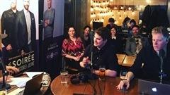 Les Trois Accords en prestation musicale, Julien Lacroix et l'invité d'honneur Brendan Kelly