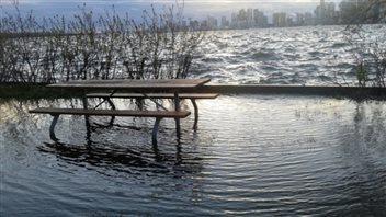 Le niveau d'eau du lac Ontario a atteint un niveau élevé record