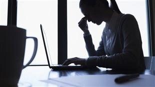 Une travailleuse stressée