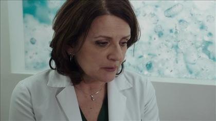 Claire est ébranlée par la découverte survenue dans sa chambre froide