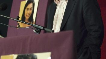 L'éditeur de CBC News, John Cruickshank, fait l'annonce de la libération de Mellissa Fung