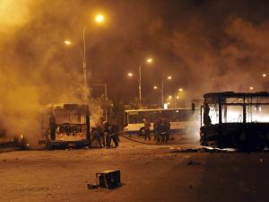 Affrontements à Urumqi, dimanche.