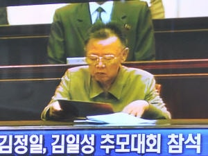 Kim Jong-il, lors d'une cérémonie en mémoire de son père, le 8 juillet.