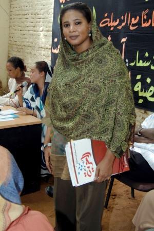 Loubna Ahmed Al-Hussein est passible de 40 coups de fouet pour avoir porté un pantalon, une tenue jugée «indécente» au Soudan.