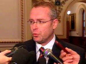 Claude Béchard rencontrait la presse, vendredi matin.