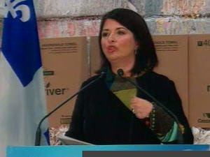La ministre Beauchamp, dévoilant le nouveau programme de gestion des déchets