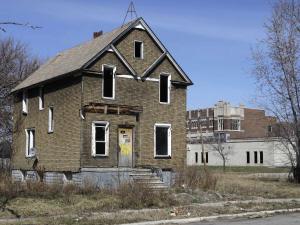 Il y aurait plus de 30 000 maisons et bâtiments désafectés à Détroit.