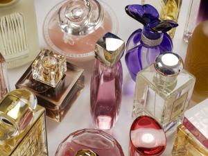 Assortiment de bouteilles de parfum