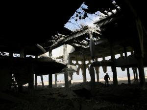 Un immeuble détruit à Rafah.