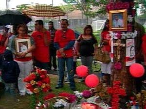 Des dizaines de personnes se sont rassemblées à Montréal-Nord pour souligner le deuxième anniversaire de la mort de Fredy Villanueva