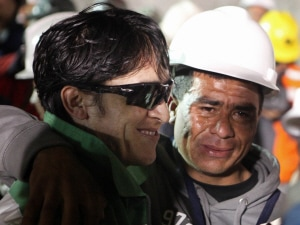 Le mineur Ariel Ticona Yanez sourit à sa sortie de la mine.