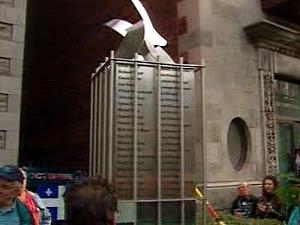 Le monument pour rappeler l'imposition de la Loi sur les mesures de guerre en 1970