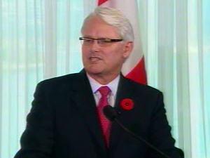 Gordon Campbell, lors de l'annonce de sa démission