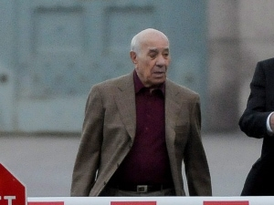 Nicolo Rizzuto quittant une prison de Montréal le 16 octobre 2008.