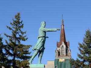 Des Montréalais, tels que les membres d'Héritage Montréal et de Sauvons Montréal, se sont insurgés contre la démolition de l'église St-Sauveur.