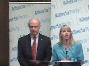 Dave Taylor rejoint le Alberta Party de Sue Huff