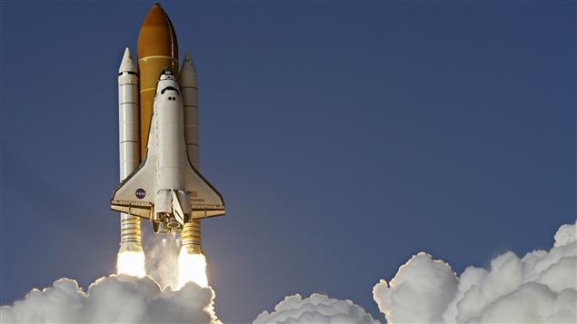 La navette discovery en route vers la station spatiale for Lien dans une nouvelle fenetre