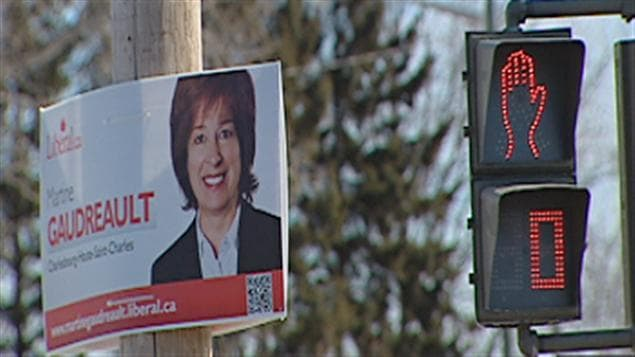 La candidate libérale Martine Gaudreault n'a pas tardé à installer ses pancartes électorales
