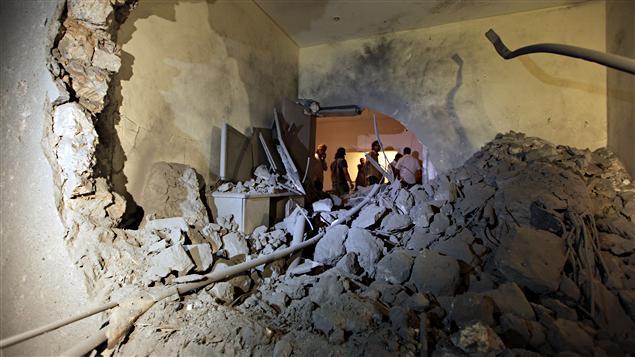 Le gouverment libyen a présenté aux journalistes la résidence de Tripoli bombardée par l'OTAN