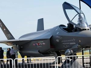 Un F-35 de la compagnie Lockheed Martin, montré lors du Salon de l'aéronautique de Singapore, en février 2010.