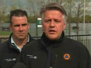 Le ministre Laurent Lessard a visité les municipalités de la Montérégie les plus touchées par les inondations, mercredi.