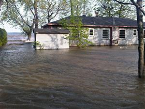 Maison sinistrée à Saint-Paul-de-l'Île-aux-Noix