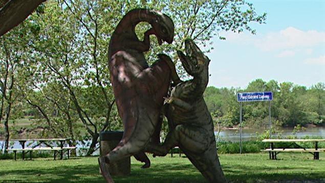 Des dinosaures du restaurant le Madrid volés et retrouvés en mai au parc Gérard-Lupien de Nicolet