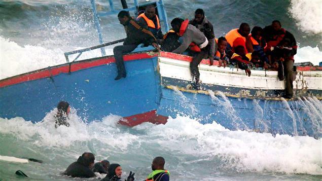 Des migrants, venus de Libye, sont secourus au large de l'Italie. (archives)