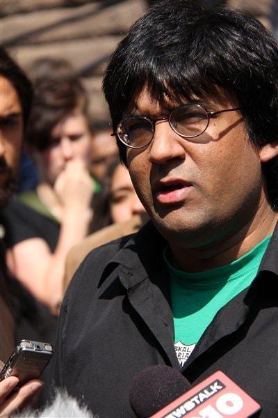 Jaggi Singh à sa sortie du tribunal le 21 juin 2011
