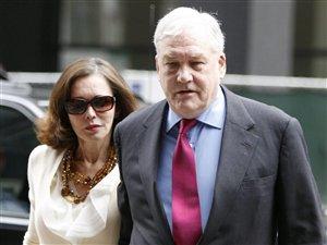 Conrad Black et son épouse, Barbara Amiel, arrivent au Dirksen Federal Building, à Chicago.