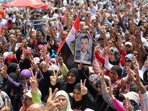 Des manifestations pour des réformes politiques sur la place Tahrir, au Caire (1er juillet 2011)