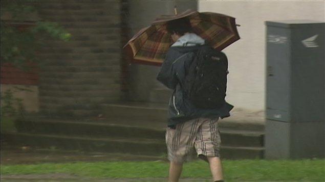 De fortes pluies tombent sur le Québec et l'est du pays.
