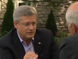 Le premier ministre du Canada, Stephen Harper, en entrevue avec le chef d'antenne de CBC, Peter Mansbridge