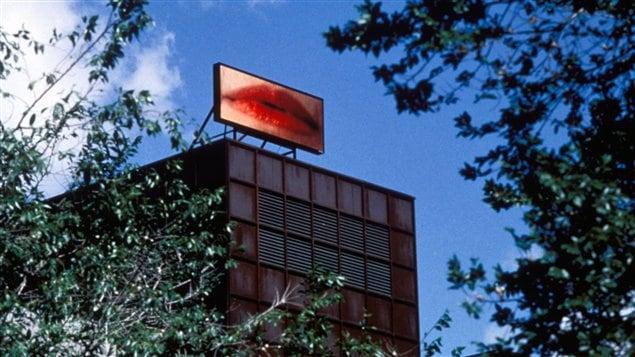 L'oeuvre La voix lactée, de Geneviève Cadieux, telle qu'exposée sur le toit du Musée d'art contemporain de Montréal
