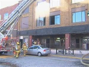 Incendie dans l'ex-Maysen Pub à Sherbrooke