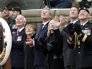 Le premier ministre Stephen Harper, le ministre Peter MacKay et le gouverneur général David Johnston ont pris part à la cérémonie en hommage aux soldats de retour de la Libye.