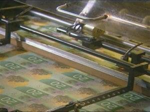 L'arrivée des nouveaux billets en polymère, ce plastique plus durable et  recyclable, sonne le début de la fin des billets papier.