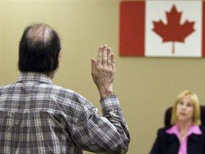 Un immigrant prêtant serment au Canada (archives)
